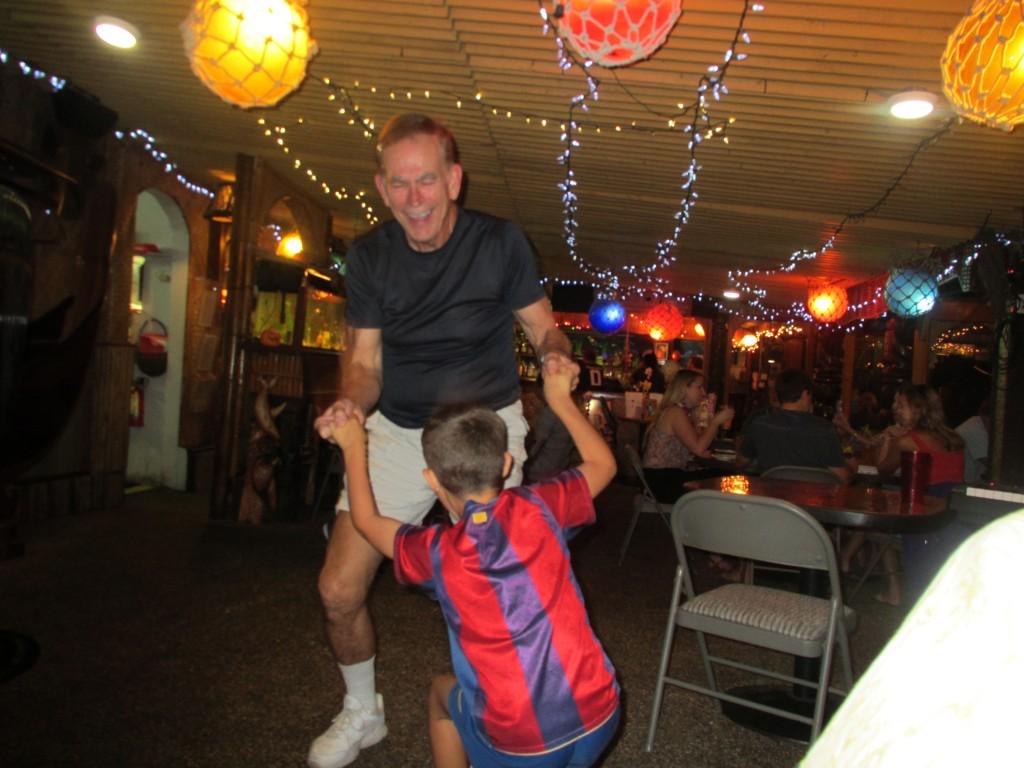 2013 10 29 Hawaii LaMariana Restaurant & Bar Dancing 4