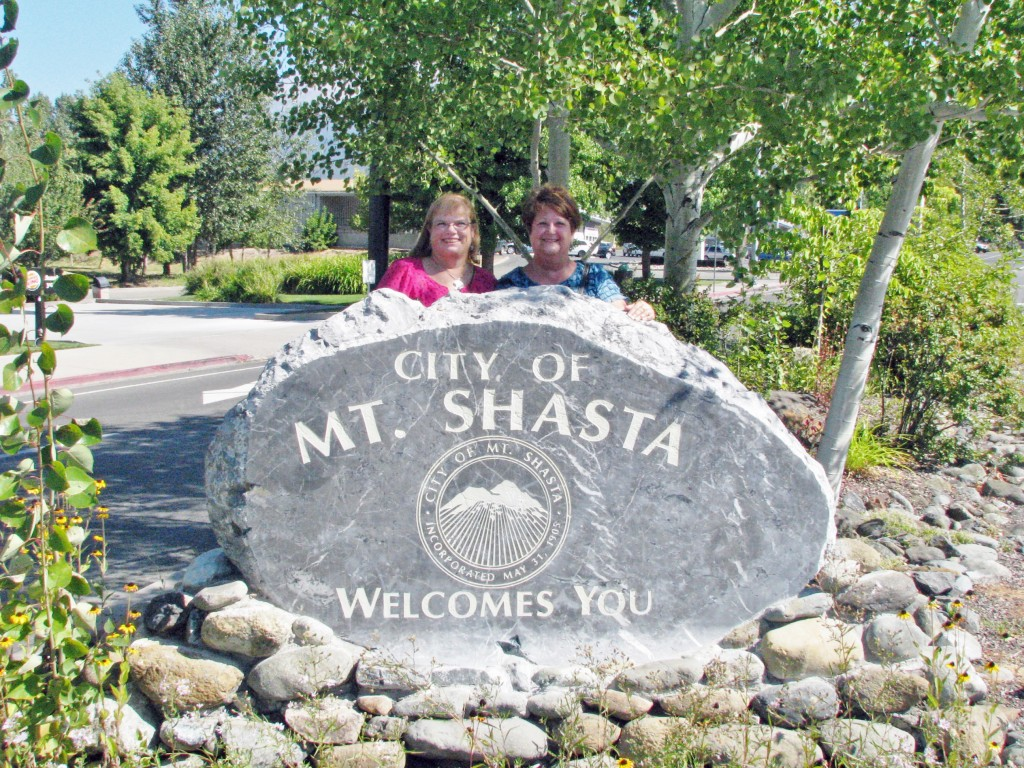 2013 09 14 Mt Shasta Welcome Sign (1)