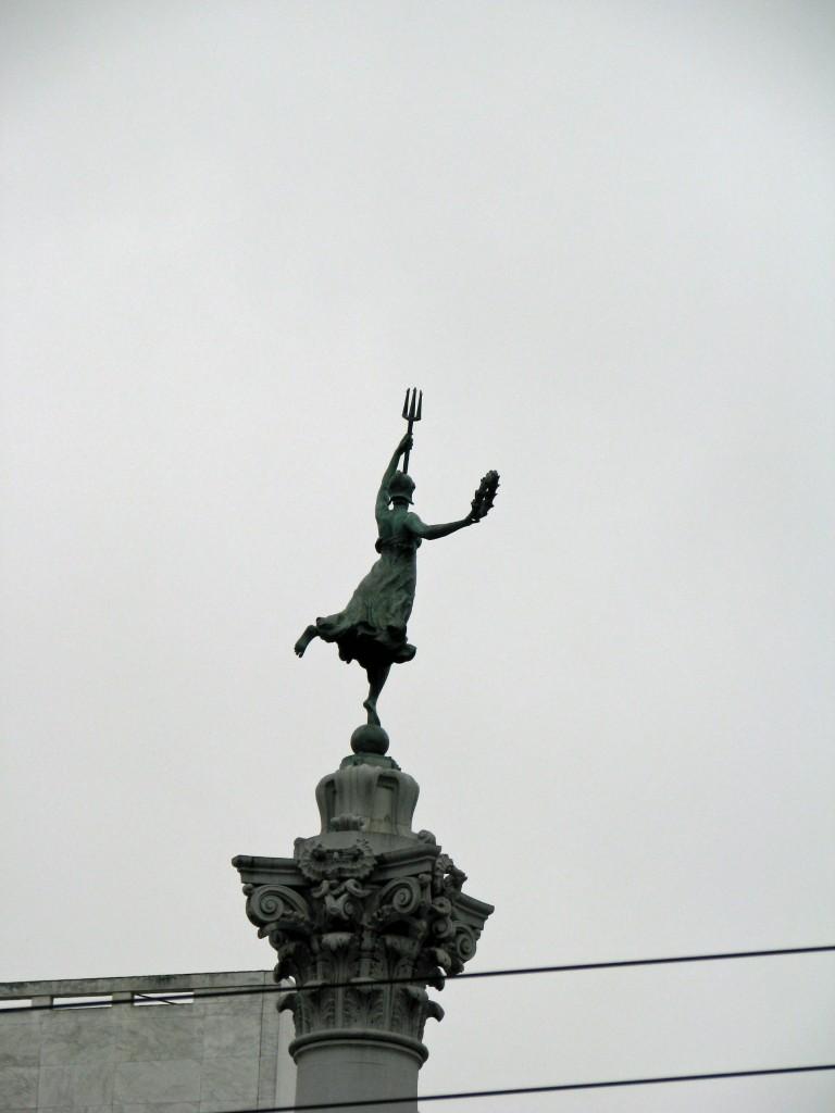 2013 09 10 SF Union Square Statue
