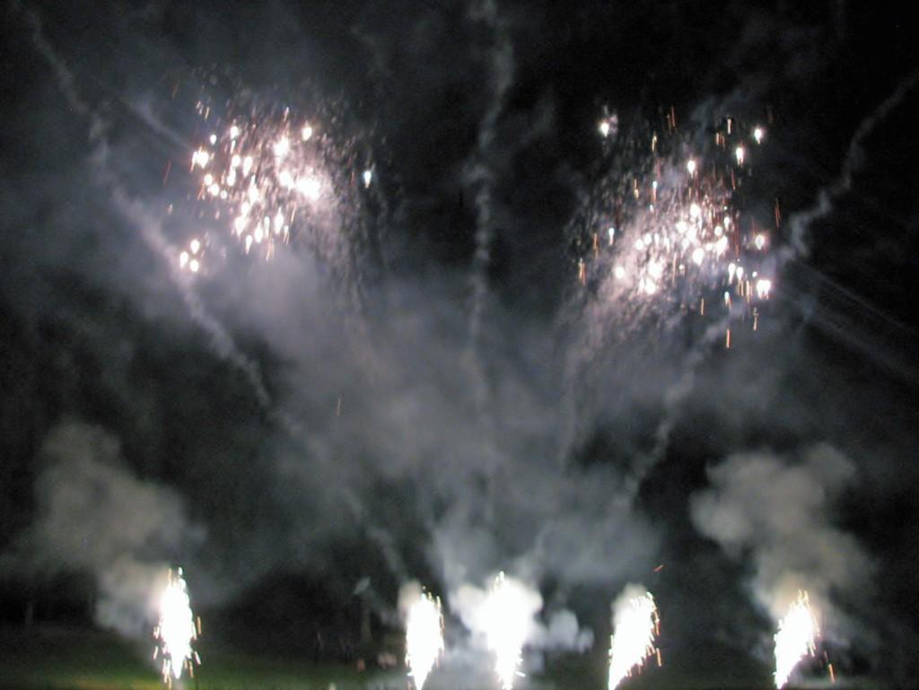 2013 09 14 Haisting Veltum Wedding Reception Fireworks (1)