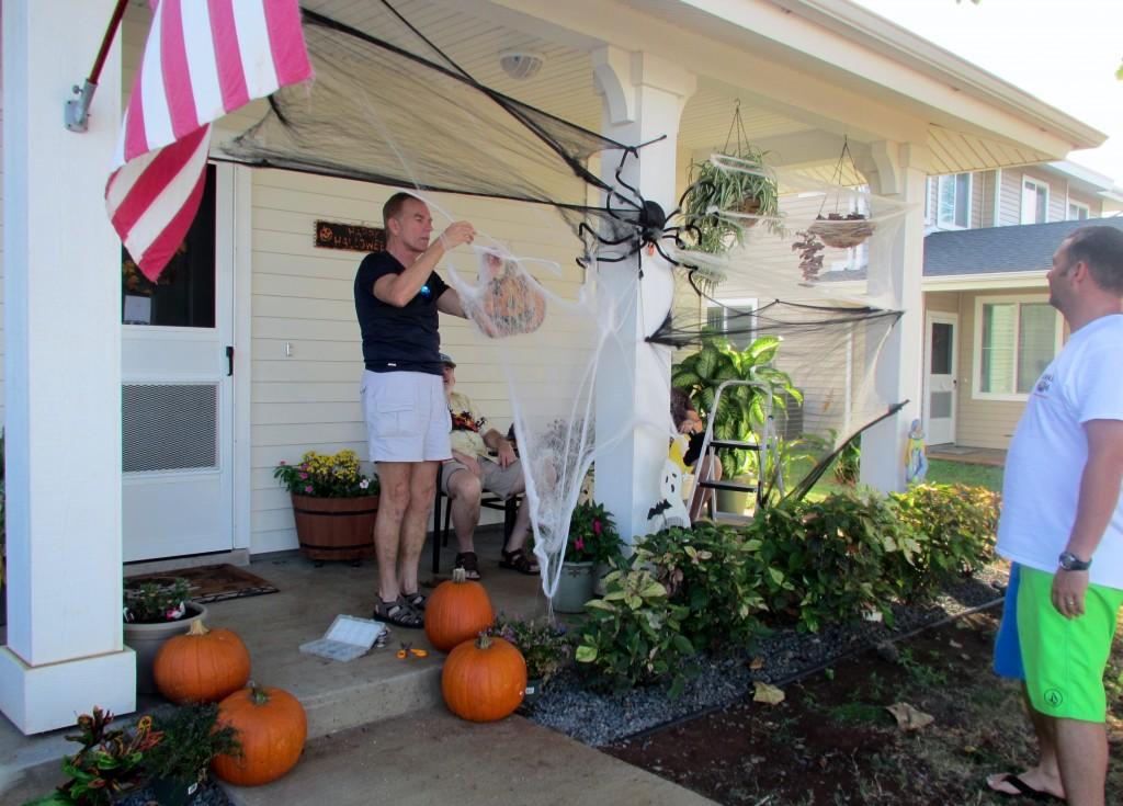 2013 10 29 Hawaii Halloween Decorating Kelly Home (2)