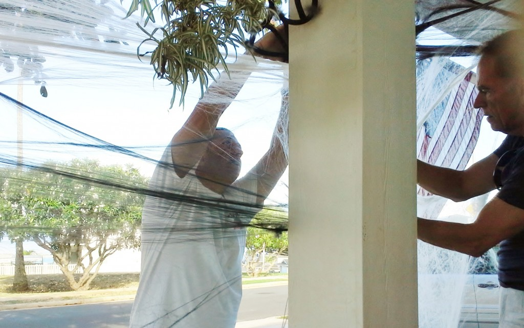 2013 10 29 Hawaii Halloween Decorating Kelly Home (3)