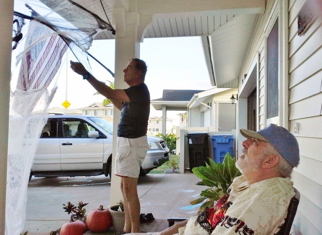 2013 10 29 Hawaii Halloween Decorating Kelly Home (5)