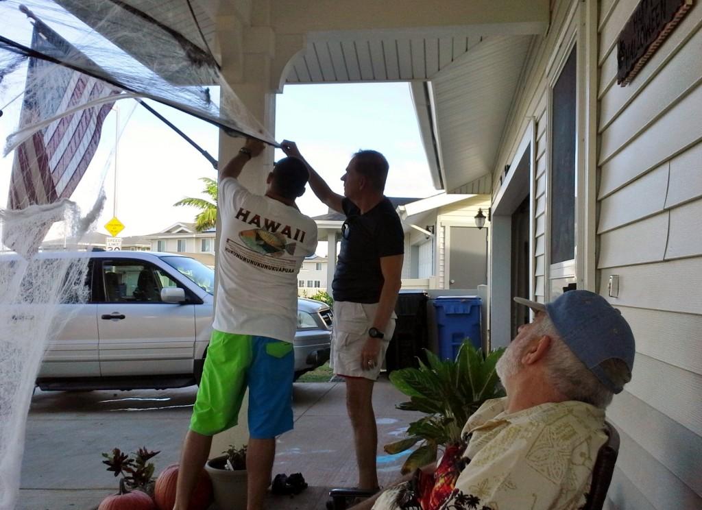 2013 10 29 Hawaii Halloween Decorating Kelly Home (6)
