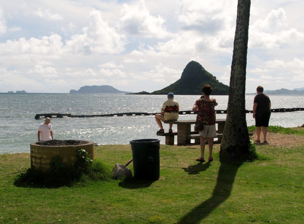 2013 10 29 Hawaii Kualoa Regional Park Jamie Fred Lupe Phyllis