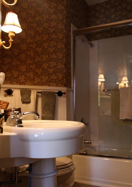 2014 05 16 New York The Black Sheep Inn House Younglove Room Bath