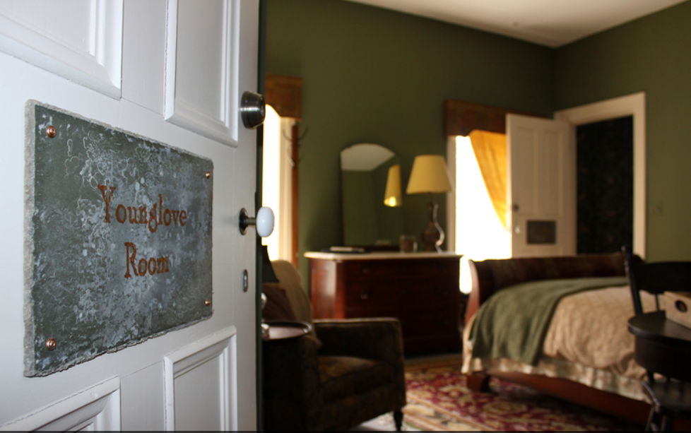 2014 05 16 New York The Black Sheep Inn House Younglove Room