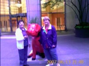 2007 06 15 NCL Star Alaska Seattle Pigs On Parade Pink Pig