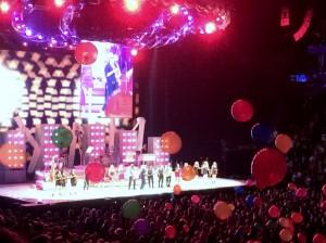 2014 08 14 Rod Stewart Santane Concert Balloons (2)