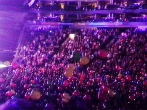 2014 08 14 Rod Stewart Santane Concert Balloons