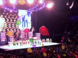 2014 08 14 Rod Stewart Santane Concert Balloons (4)