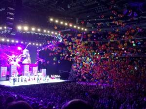 2014 08 14 Rod Stewart Santane Concert Balloons (5)