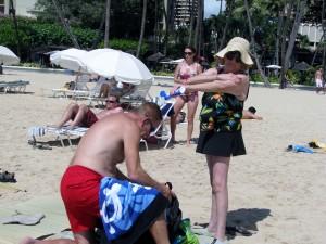 2013 10 28 Hawaii Waikiki Beach Sun Tan Lotion Hiding goods