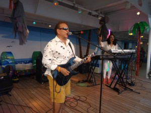 2013 11 08 Hawaii NCL Pride of America Jimmy Buffett Pool Party Toby Beau Rennetta Dennett Silva (2)