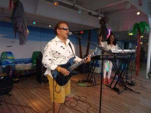2013 11 08 Hawaii NCL Pride of America Jimmy Buffett Pool Party Toby Beau Rennetta Dennett Silva (2)