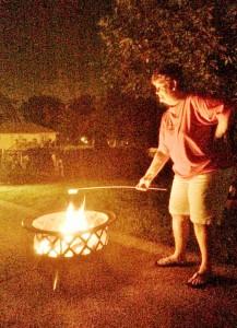 2014 07 04 Fire Pit Marshmellows Phyllis (2)