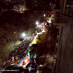 2015 11 25 New York Macy's Giant Balloon Inflation Debra Messing View of Inflated Balloon and Crowds 2