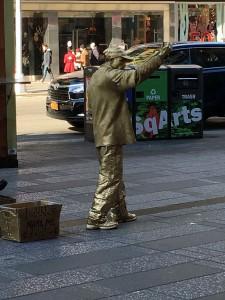 2015 11 25 New YorkTimes Square Gold Man