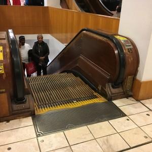 2015 11 26 New York Macys Black Friday Wooden Escalators (1)