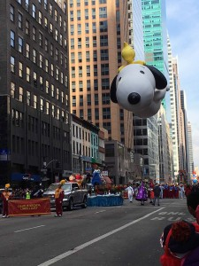 2015 11 26 New York Macy's Thanksgiving Day Parade Balloons Snoopy & Woodstock (1)