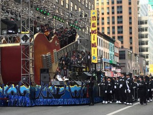 2015 11 26 New York Macy's Thanksgiving Day Parade Floats It's All Rock & Roll 2 (1)