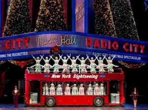 2015 11 26 New York Radio City Music Hall Christmas Spectacula Double Decker Bus (2)