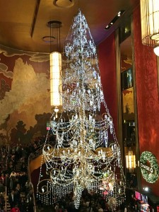 2015 11 26 New York Radio City Music Hall Lobby Chandelier (3)