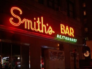 2015 11 27 New York Smith's Bar Restaurant Sign