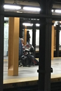2015 11 29 New York Subway Entertainer