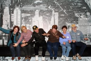 2015-11-28-new-york-rocketfeller-center-top-of-the-rock-group-on-the-beam-falling