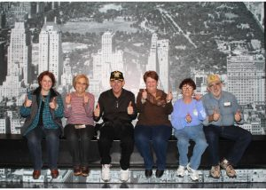 2015-11-28-new-york-rocketfeller-center-top-of-the-rock-group-on-the-beam-tumbs-up