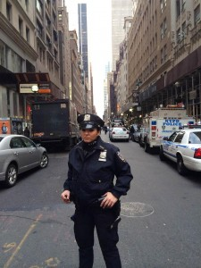 2015 12 11 New York Diamond District Policeman