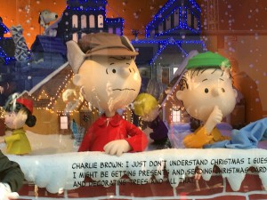 2015 11 25 New York Macys Windows A Charlie Brown Christmas (7)